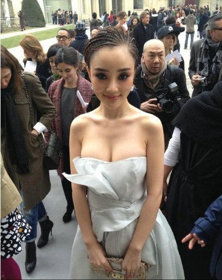 Sau ly hôn, Lý Tiểu Lộ đổi gu thời trang từ sexy sang trẻ trung như gái đôi mươi-7
