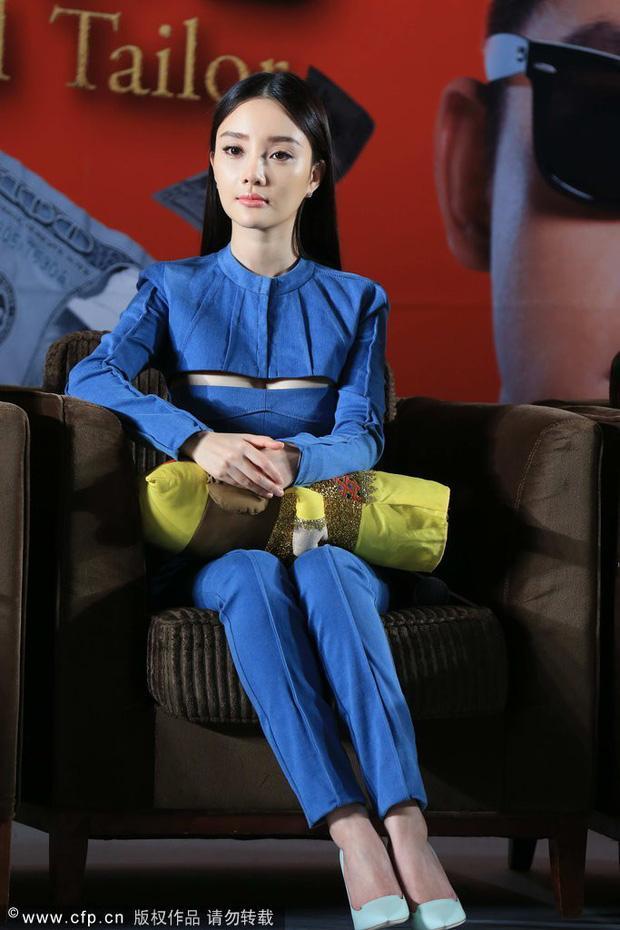 Sau ly hôn, Lý Tiểu Lộ đổi gu thời trang từ sexy sang trẻ trung như gái đôi mươi-6