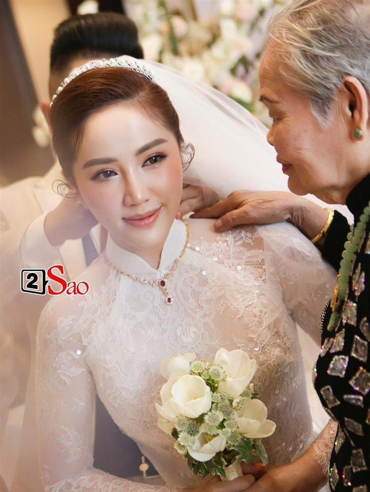 Đếm sương sương số vàng bạc, kim cương mà Bảo Thy và chồng đại gia đắp lên người ngày cưới cũng gần 20 món-4