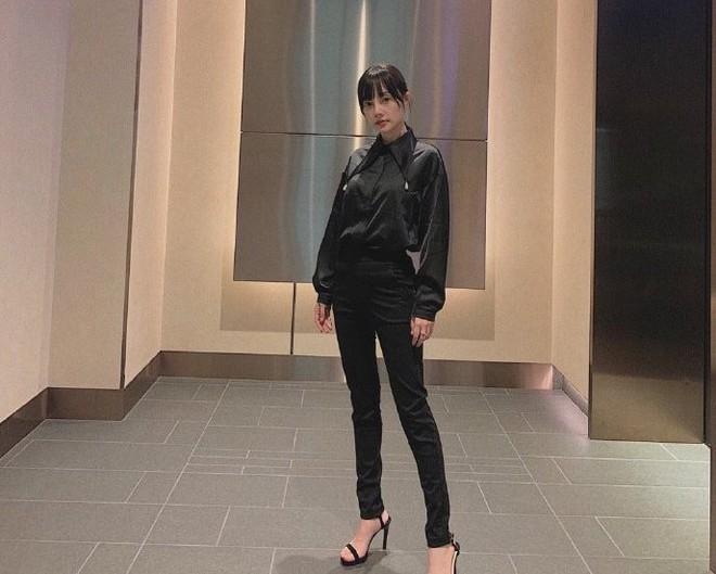 Sau ly hôn, Lý Tiểu Lộ đổi gu thời trang từ sexy sang trẻ trung như gái đôi mươi-3