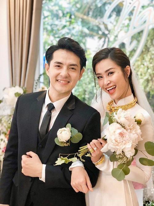 Mỹ nhân Việt lấy chồng vàng trĩu cổ kim cương nặng tay, xịn xò nhất vẫn không ai qua nổi Đông Nhi-3