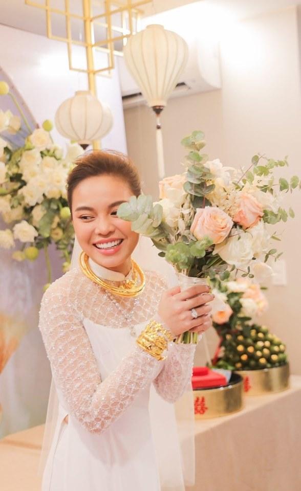 Mỹ nhân Việt lấy chồng vàng trĩu cổ kim cương nặng tay, xịn xò nhất vẫn không ai qua nổi Đông Nhi-5