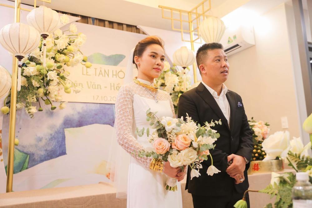 Mỹ nhân Việt lấy chồng vàng trĩu cổ kim cương nặng tay, xịn xò nhất vẫn không ai qua nổi Đông Nhi-6