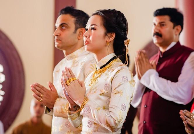 Mỹ nhân Việt lấy chồng vàng trĩu cổ kim cương nặng tay, xịn xò nhất vẫn không ai qua nổi Đông Nhi-9