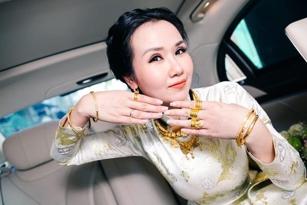 Mỹ nhân Việt lấy chồng vàng trĩu cổ kim cương nặng tay, xịn xò nhất vẫn không ai qua nổi Đông Nhi-10