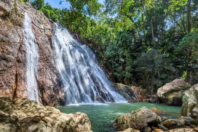 Du khách Pháp chết vì rơi từ thác nước khi chụp ảnh tự sướng ở Thái-1