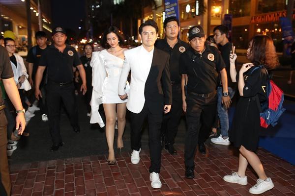 Vợ chồng Đông Nhi - Ông Cao Thắng tất bật chạy show sau đám cưới-1