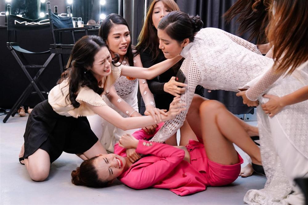 Hoa hậu giang hồ: Minh Tú diễn tròn vai nhưng kịch bản còn nhiều ngô nghê-2