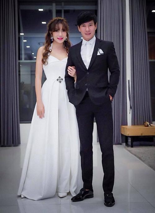 Sao Việt bị chê mặc lố lấn át cô dâu khi đi đám cưới-4