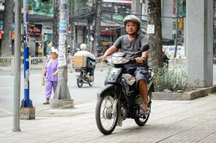 Cảnh đời bi đát của sao Việt: Người bán nước mía, kẻ chạy xe ôm vì cát-xê bèo bọt-7