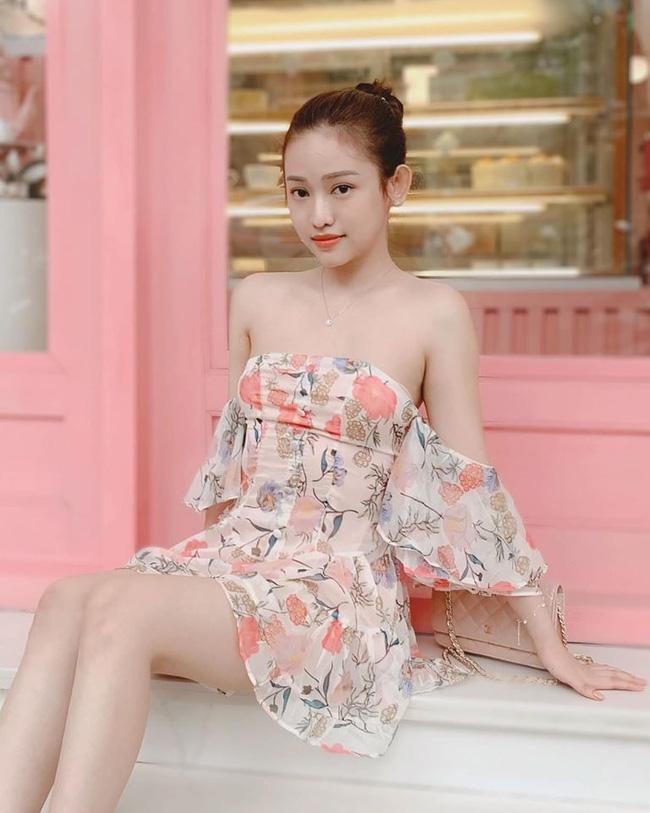 Hà Nội trở lạnh lại mặc váy hoa mỏng tang, Thúy Vi làm dân mạng ngỡ ngàng khi nhìn dung nhan thật-3