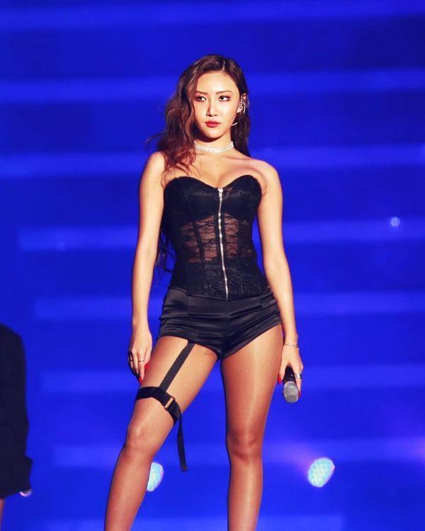 Nữ ca sĩ Hàn giải thích lý do hay thả rông ra đường-4