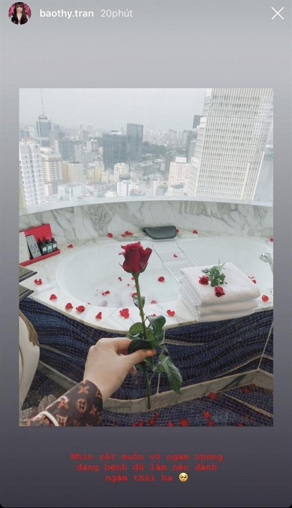 Siết chặt an ninh trong hôn lễ nhưng cô dâu Bảo Thy lại thoải mái khoe phòng cưới bên trong khách sạn 6 sao sang chảnh-3