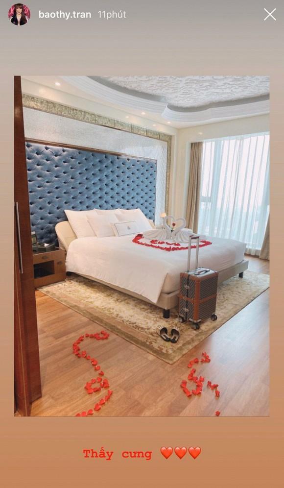 Siết chặt an ninh trong hôn lễ nhưng cô dâu Bảo Thy lại thoải mái khoe phòng cưới bên trong khách sạn 6 sao sang chảnh-2