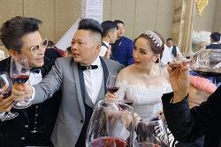 Bảo Thy và chồng đại gia nhiệt tình nâng ly trong đám cưới, dặn khách mời không say không về