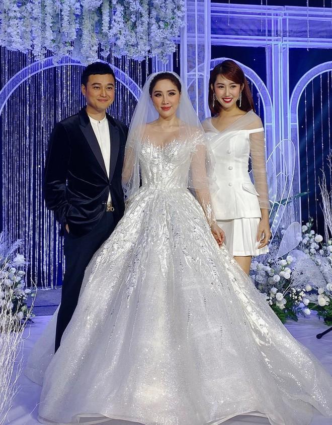 3 bộ chụp ảnh cưới chưa là gì, 3 váy cưới chính thức của Bảo Thy mới thực sự là cực phẩm!-5
