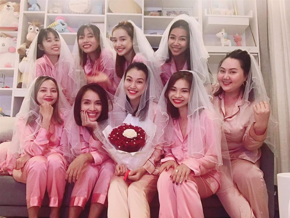 Hoàng Oanh tổ chức tiệc độc thân tràn ngập sắc hồng, Nhã Phương - Ái Phương không thể vắng mặt-1