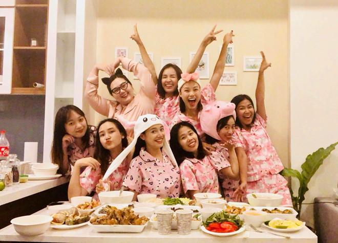 Chi tiết trùng hợp bất ngờ trong tiệc độc thân của MC Hoàng Oanh và Nhã Phương-6