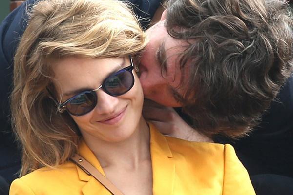 Cô gái bán hàng rong, từng ly hôn trở thành vợ thái tử Louis Vuitton-1