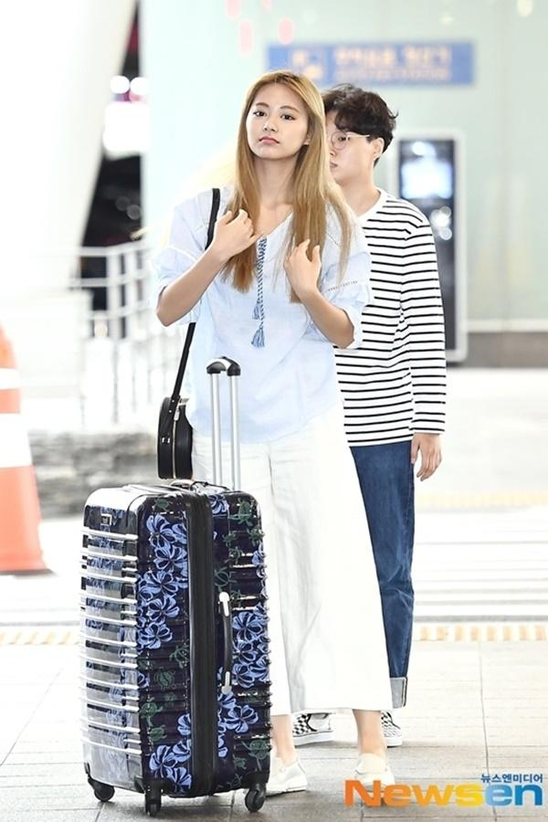 Tzuyu nhiều lần gây thất vọng vì style sân bay khó ngấm-4