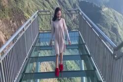 Trải nghiệm đi trên cầu kính cao nhất Việt Nam