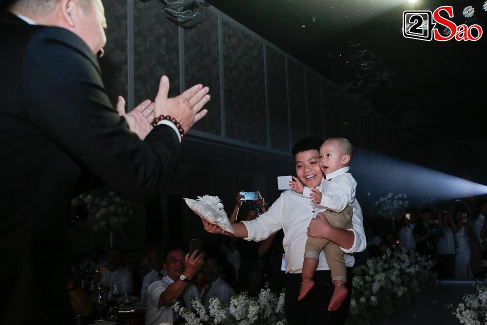 Những khoảnh khắc xuất sắc trong đám cưới sao Việt: Cùng nhau xum vầy con anh - con em - con chúng ta-1