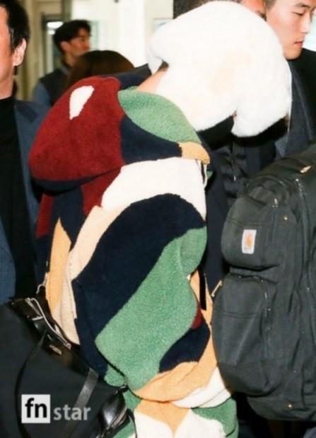 Jimin (BTS) được ví như cơm nắm khi đội mũ lông trắng ở sân bay-3