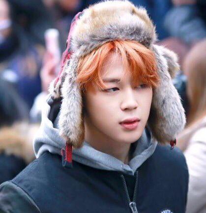 Jimin (BTS) được ví như cơm nắm khi đội mũ lông trắng ở sân bay-8