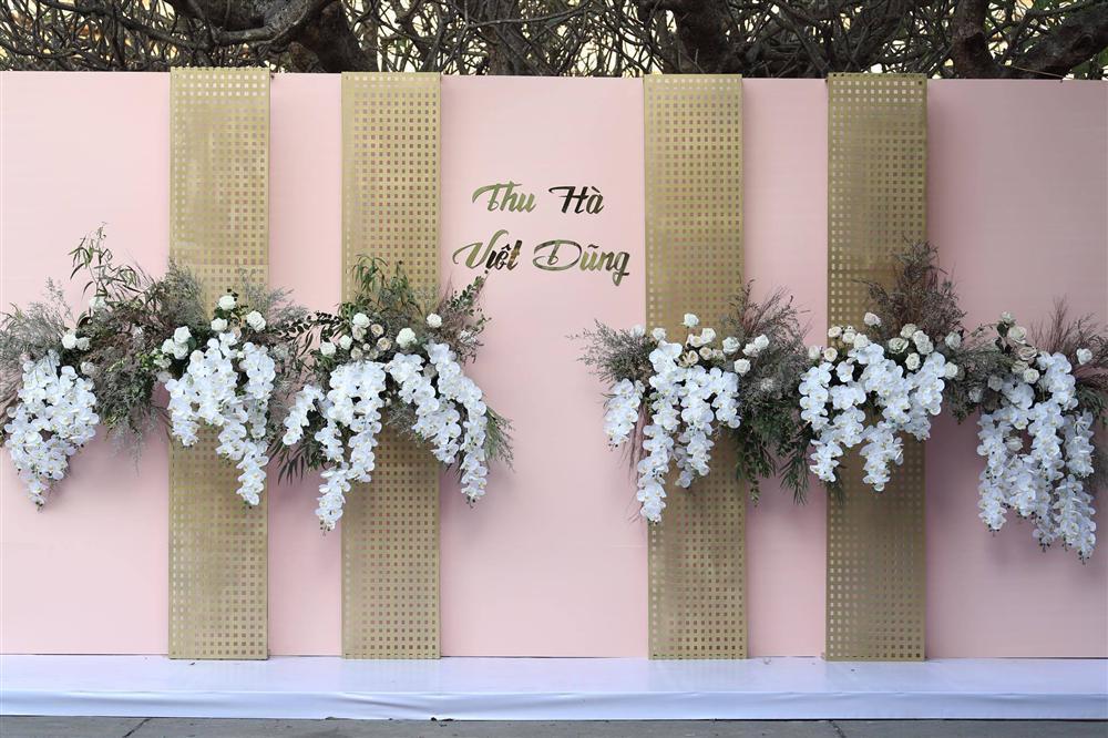 BTV Thời sự Thu Hà nồng nàn hôn chồng điển trai trong lễ cưới-11