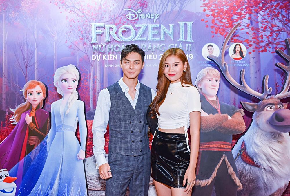 Tan chảy trước hình ảnh con út nhà Lý Hải - Minh Hà ngủ gục trên vai bố khi dự ra mắt phim Frozen 2-7