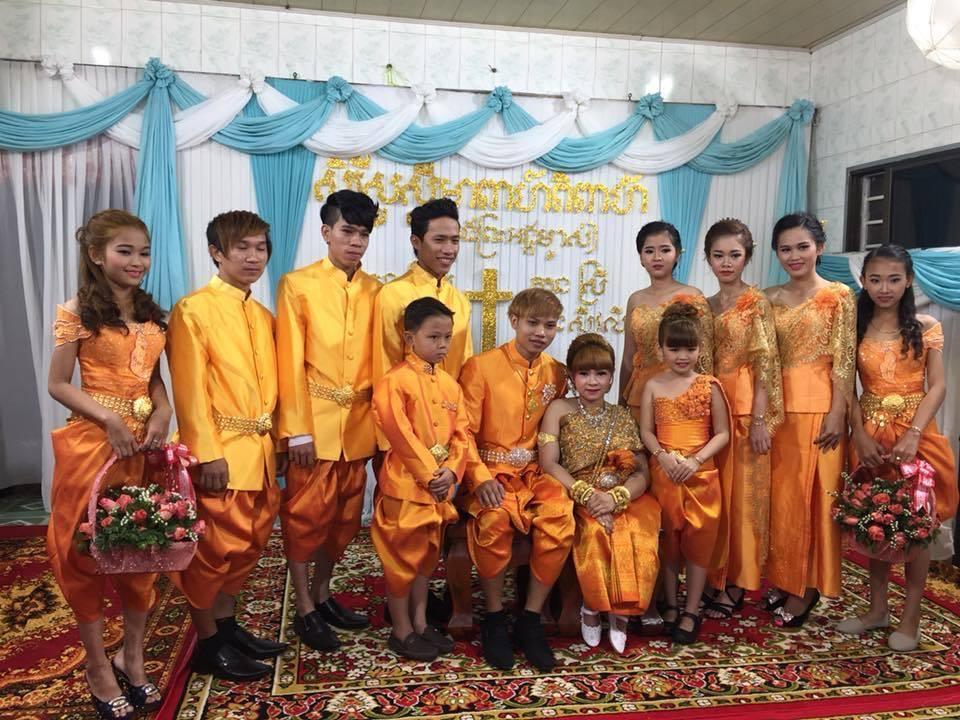 Chàng trai Việt mang 50 khay lễ đến cưới bạn gái ngồi xe lăn-3