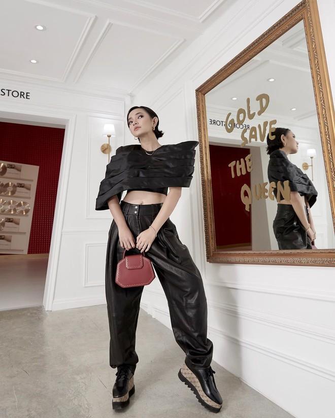 Hòa Minzy mặc đồ rộng thùng thình giữa tin đồn sinh nở - Đức Phúc khoe street style mà ngỡ đi lặn-4