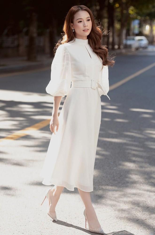 Hòa Minzy mặc đồ rộng thùng thình giữa tin đồn sinh nở - Đức Phúc khoe street style mà ngỡ đi lặn-7