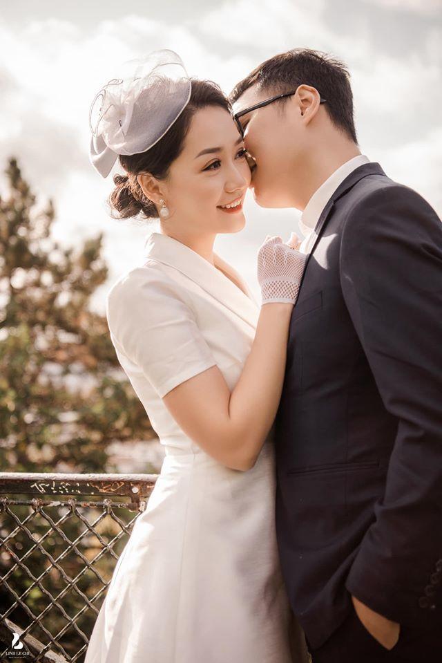 Xuýt xoa bộ ảnh cưới xuyên biên giới của MC/BTV thời sự trẻ nhất VTV và chồng điển trai-3