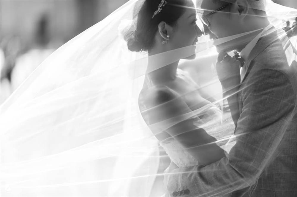 Xuýt xoa bộ ảnh cưới xuyên biên giới của MC/BTV thời sự trẻ nhất VTV và chồng điển trai-10
