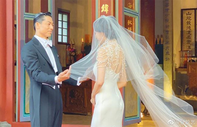 Lâm Chí Linh thay 5 váy trong ngày cưới-1
