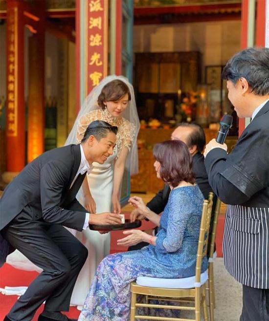 Lâm Chí Linh thay 5 váy trong ngày cưới-2