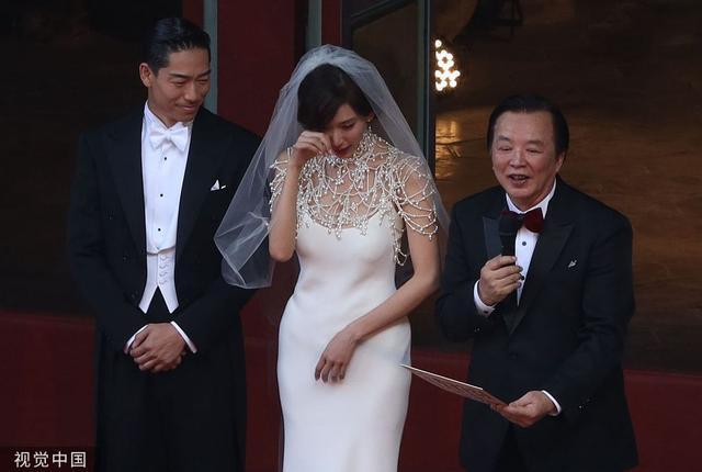 Lâm Chí Linh thay 5 váy trong ngày cưới-3