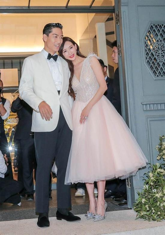 Lâm Chí Linh thay 5 váy trong ngày cưới-4