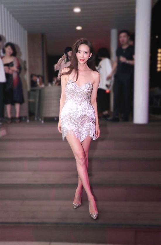 Lâm Chí Linh thay 5 váy trong ngày cưới-9