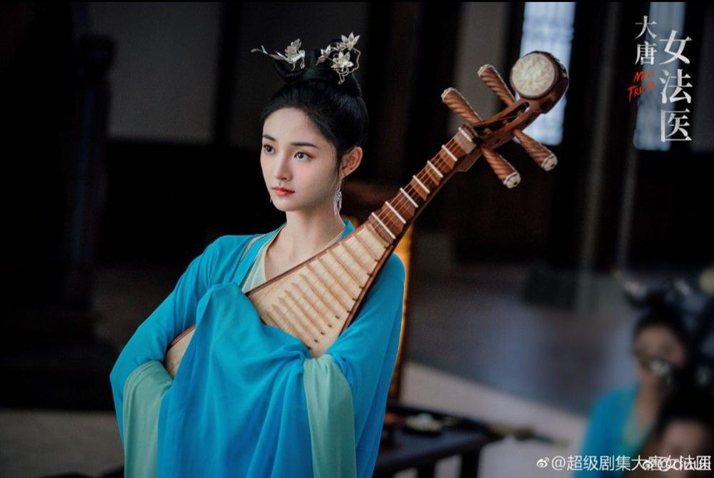 Nữ idol rẽ hướng sang diễn xuất: Người đắc tội Triệu Lệ Dĩnh, kẻ bị chê bất tài-6