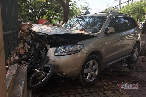 Xe điên tông 1 phụ nữ, hất văng tài xế xe ôm trên vỉa hè Hải Phòng-3