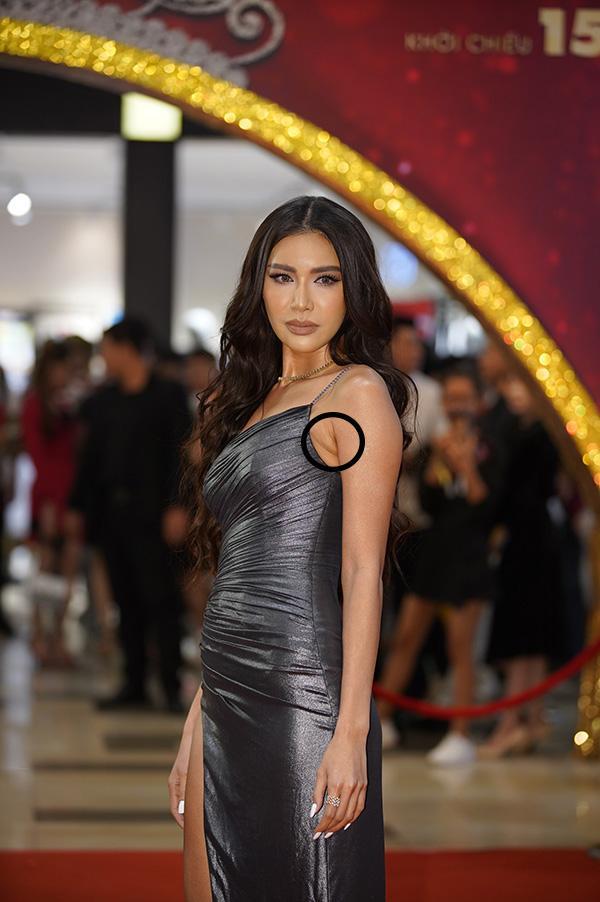 Minh Tú lộ lằn mỡ nách kém duyên - Trang Pháp bị chỉ trích vì chơi trội khi đi dự đám cưới Giang Hồng Ngọc-1