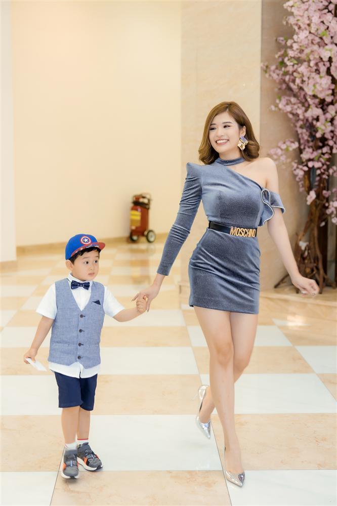 Con trai Hoa hậu Phan Hoàng Thu gây chú ý vì vẻ ngoài đáng yêu chuẩn soái ca-2