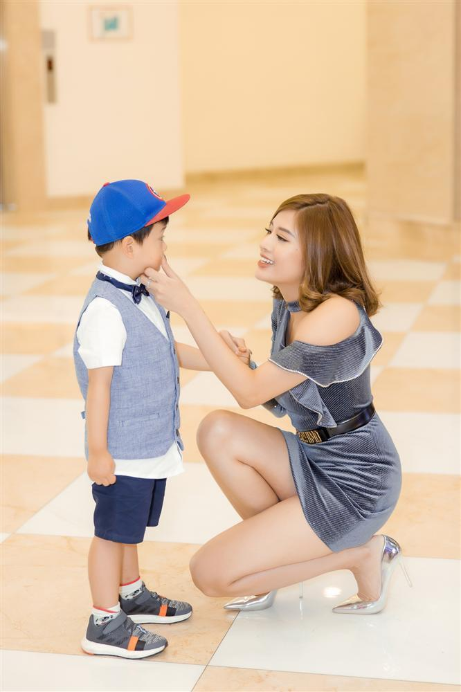 Con trai Hoa hậu Phan Hoàng Thu gây chú ý vì vẻ ngoài đáng yêu chuẩn soái ca-6