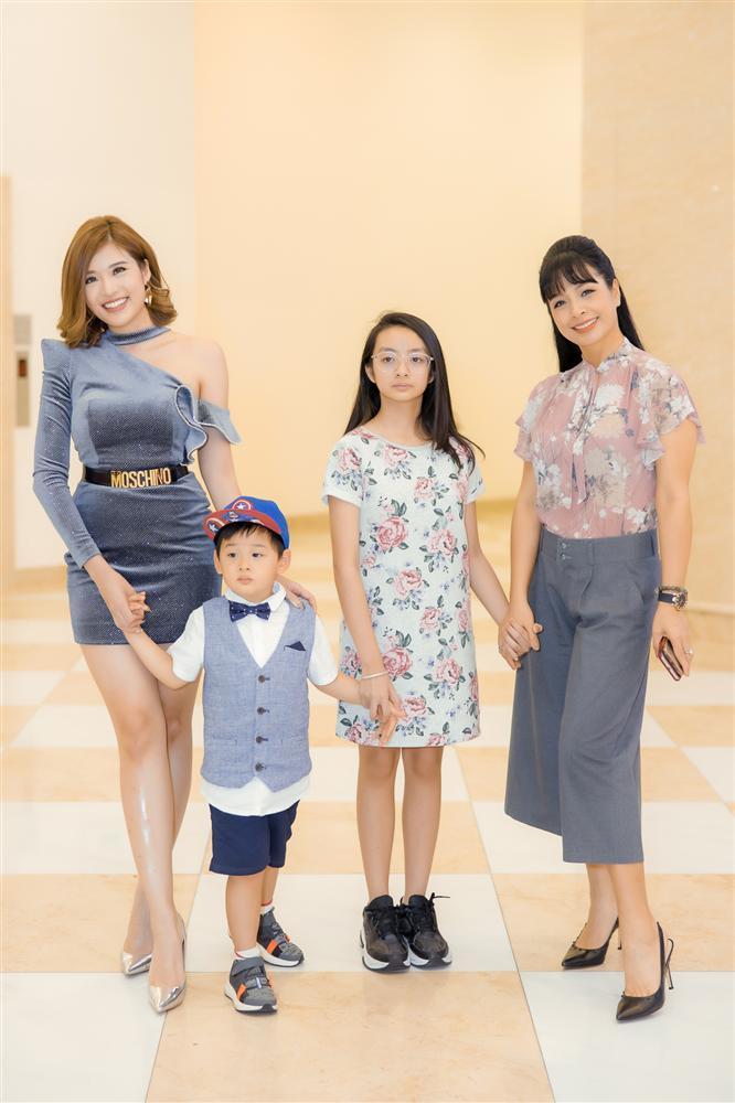 Con trai Hoa hậu Phan Hoàng Thu gây chú ý vì vẻ ngoài đáng yêu chuẩn soái ca-10