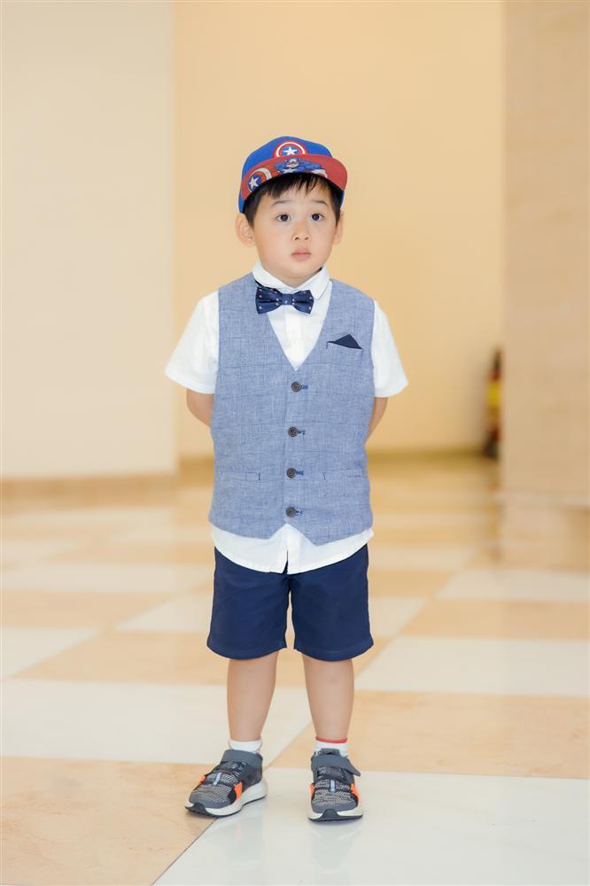 Con trai Hoa hậu Phan Hoàng Thu gây chú ý vì vẻ ngoài đáng yêu chuẩn soái ca-7