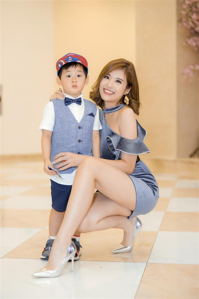 Con trai Hoa hậu Phan Hoàng Thu gây chú ý vì vẻ ngoài đáng yêu chuẩn soái ca-8