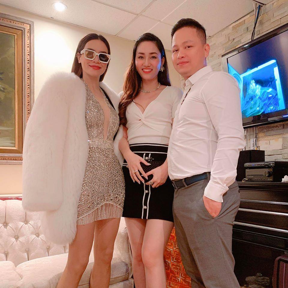 Hồ Ngọc Hà phải đeo kính râm khi chụp hình cùng vợ chồng Á hậu Ngô Trà My-3