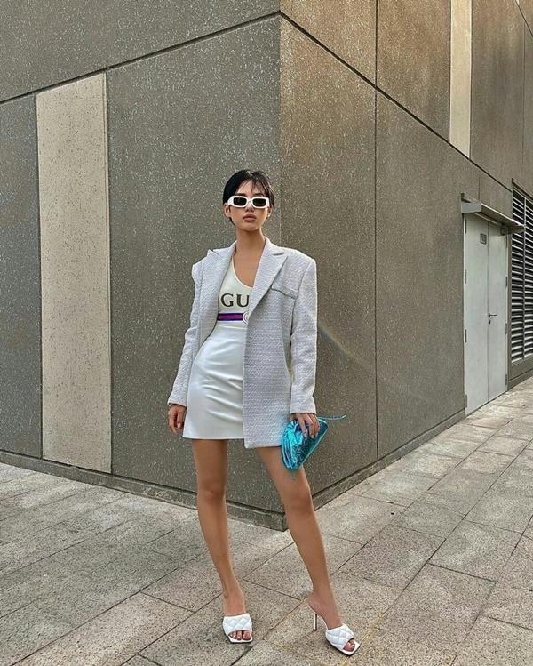 Hòa Minzy mặc đồ rộng thùng thình giữa tin đồn sinh nở - Đức Phúc khoe street style mà ngỡ đi lặn-3